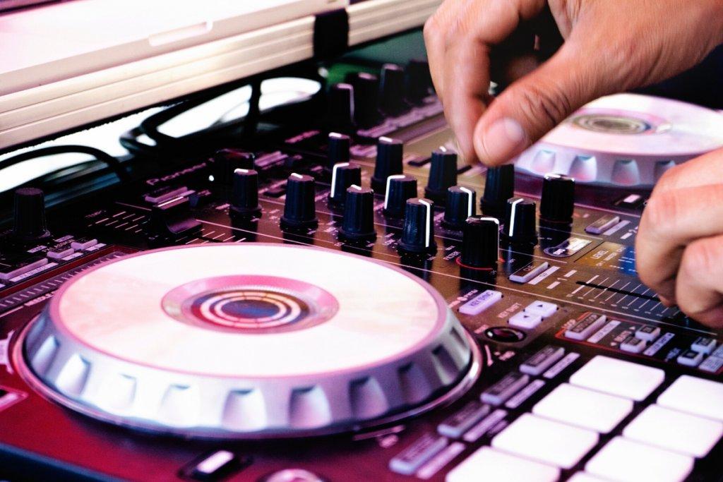 DJ Controller image - The DJ Revolution
