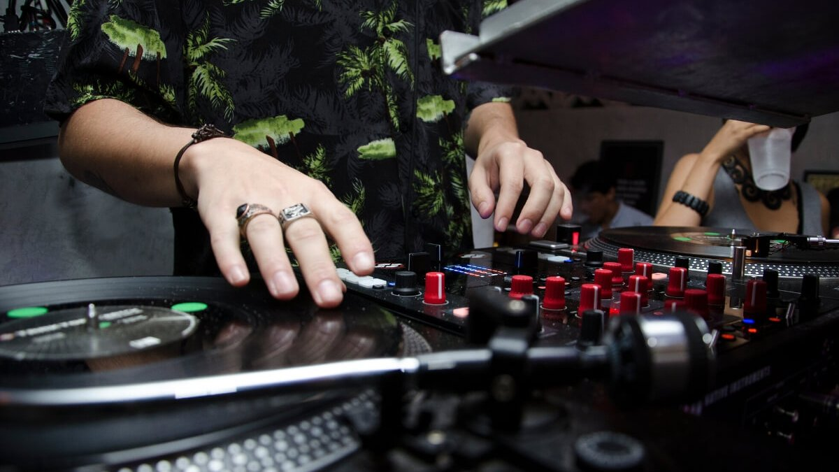 what are the different types of DJ - The DJ Revolution