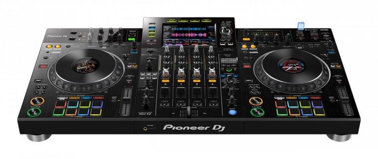 Pioneer DJ XDJ-XZ (birds-eye view)