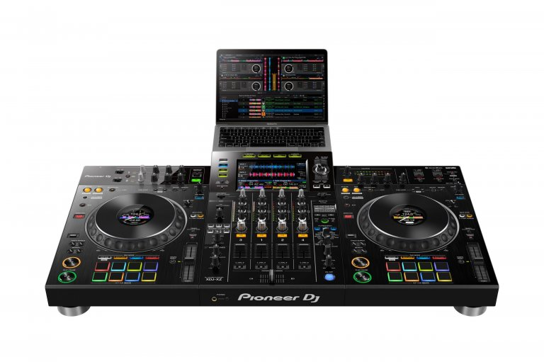 Pioneer DJ XDJ-XZ (laptop setup)