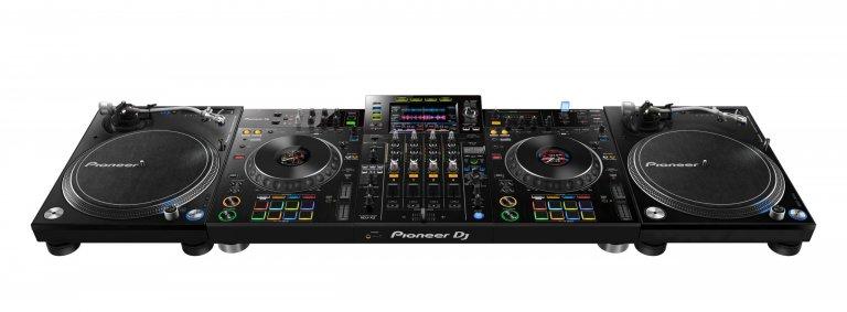 Pioneer DJ XDJ-XZ (turntable setup)