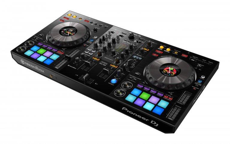 Pioneer DJ DDJ-800 (birds-eye angle #2)