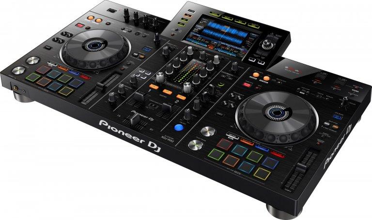 Pioneer DJ XDJ-RX2 (top angle #1)
