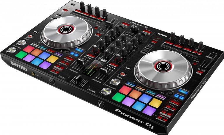 Pioneer DJ DDJ-SR2 (birds-eye angle #1)